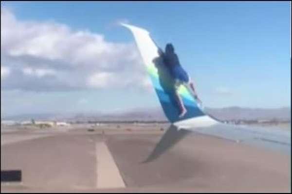उडान गर्नलागेको  विमानको पखेटामा एक युवक बसे पछी